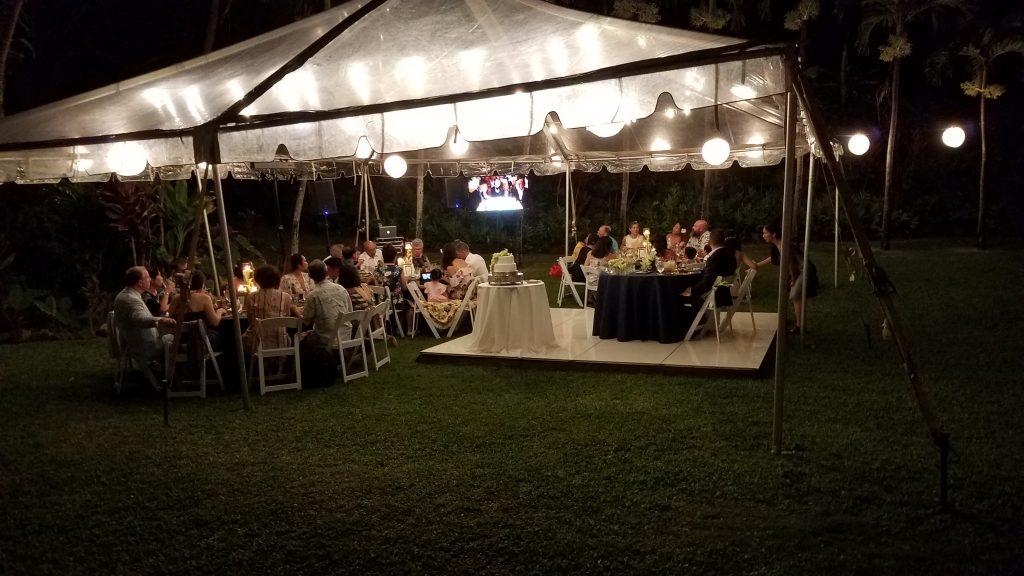 Microwedding destination wedding in Kihei, Maui. White Orchid Beach House.